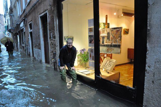 Venezia acqua alta 11 novembre 2012 cmi for Negozi arredamento venezia