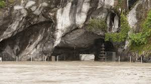 Grotta di Lourdes allagata, fonte France3