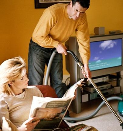 donne piu felici se aiutate nelle faccende domestiche dai propri mariti