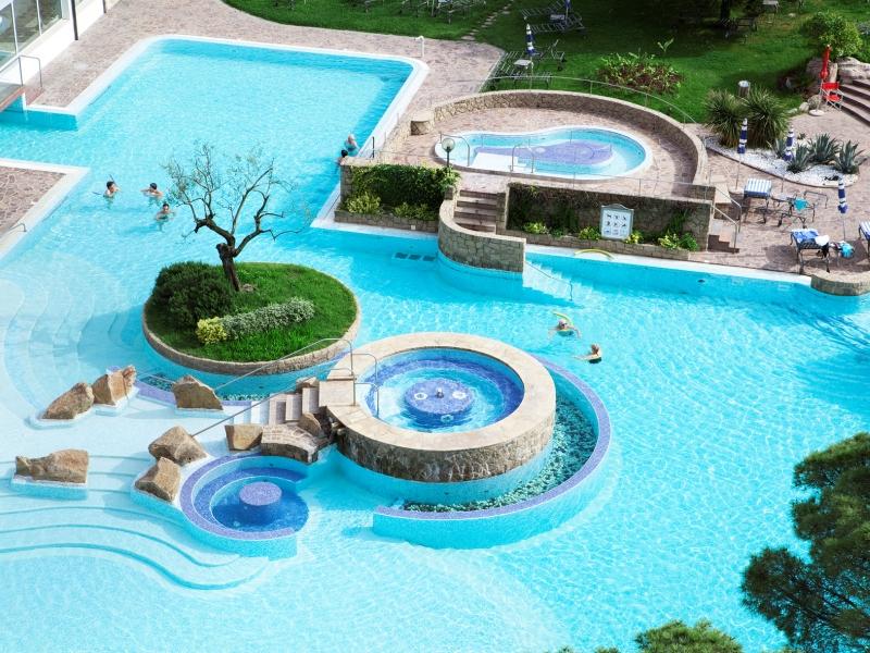 Piscine potenzialmente tossiche si nuota in un mix di for Conca verde piscine