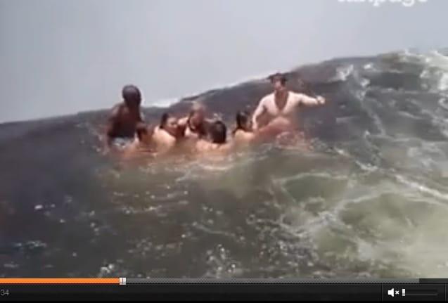 Cascate vittoria le piscine naturali pi pericolose al - Cascate per piscine ...