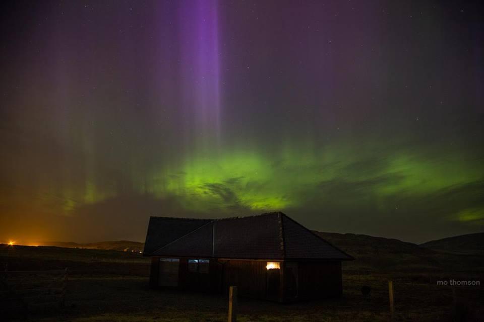 Aurore boreali fotografate sui cieli di mezza Europa, rarissimo spettacolo, le foto - Mo Thomson a Norfolk