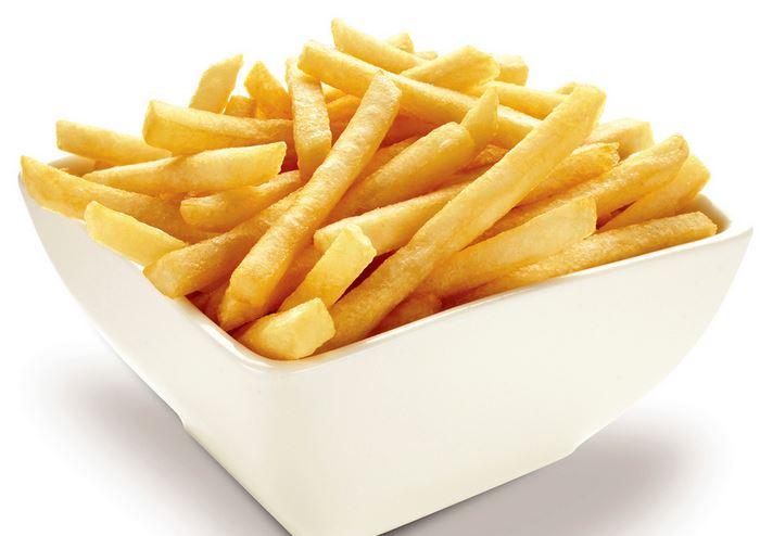 Mangiare patatine fritte