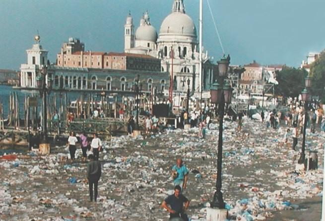 Risultati immagini per rifiuti a Venezia, foto