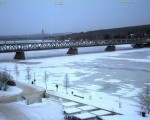 Fiume Kemijoki totalmente gelato a Rovaniemi, Finlandia.