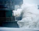 Mari e venti sulla nostra Penisola forti raffiche e mareggiate sulle coste Tirreniche