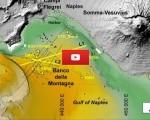 Napoli, nuovo vulcano si fa strada dai fondali del Golfo. Il video