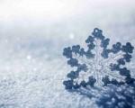 Neve scopriamo perchè il suo colore è bianco