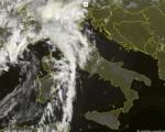 Frame satellitare dei temporali che stanno interessando Alpi e Prealpi lombarde questa mattina - 23 luglio 2016 - Sat24.com