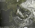Tempo in atto sull'Italia: circolazione depressionaria con temporali sparsi su medio Adriatico e Sud, sole al Nord e sulle centrali tirreniche.