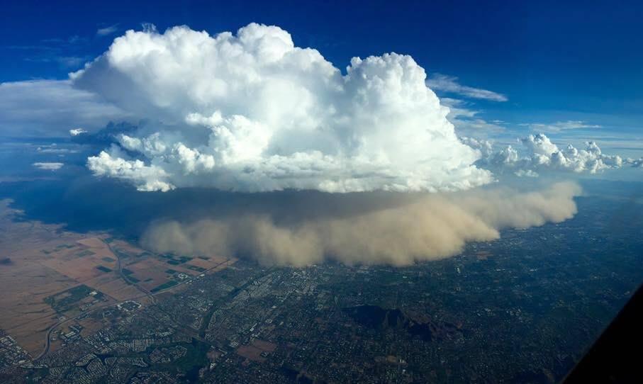 Tempesta di sabbia su Phoenix: incredibili immagini dell'haboob che si è abbattuto sull'Arizona