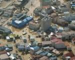 Immagine dall'alto delle aree devastate dal tifone (foto ANSA/AP)