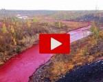 Paura in Russia: il fiume si tinge di rosso. Ecco cosa sta succedendo
