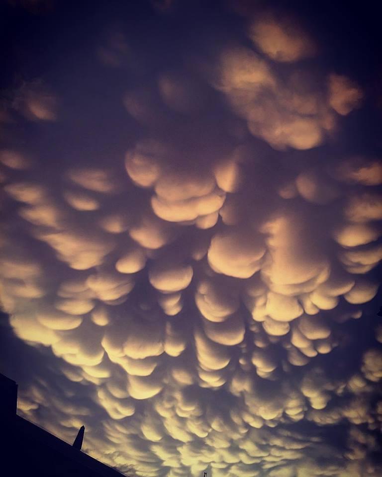 nubi mammatus cosa sono e come si formano queste spettacolari cosa sono e come si formano i mammatus spettacolari nubi che si possono vedere dopo i forti temporali