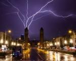 Tempesta di fulmini a Barcellona un forte temporale si abbatte sulla capitale catalana