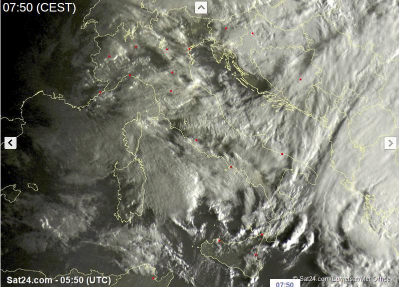 Meteo, forti piogge in arrivo al Nord. Scirocco e caldo al Sud