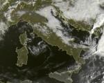 Tempo in atto: residua instabilità sulla Puglia meridionale. Locali addensamenti si alternano ad ampie schiarite sul resto della Penisola oggi 16 ottobre 2016