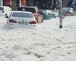 Caos a Bloemfontein, nel Sudafrica centrale, a causa di una violenta tempesta di grandine che si è abbattuta sulla città.