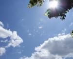 Meteo Italia: giornata stabile e calda al Centro-Sud grazie all'espansione dell'anticiclone, nuvole in transito e piogge sparse al Nord.
