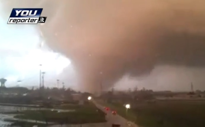 Risultati immagini per tornado roma