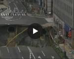 Terrore in strada: enorme voragine si è aperta in una strada trafficata