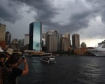 epa05100990 People are seen taking photographs as storm clouds build over Sydney, Australia, 14 January 2016. The Bureau of Meteorology has issued a severe thunderstorm warning for the Sydney metropolitan region as well as the Illawarra, Hunter, Southern Tablelands and Mid-North coast.  EPA/DAN HIMBRECHTS AUSTRALIA AND NEW ZEALAND OUT