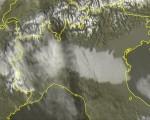 Scatto satellitare di questo pomeriggio relativo al nord italia che mostra le aree della pianura padana avvolte da una coltre nebbiosa. Fonte: http://www.centrometeolombardo.com/sat/