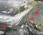 Scatto satellitare di questa sera, visibile la bassa pressione localizzabile a sudovest della Sardegna e il vasto campo di alta pressione che dall'Europa centro orientale viene ad interessare il Mediterraneo, mentre la corrente a getto Atlantica scorre in prossimità del Regno Unito. Fonte: http://www.centrometeolombardo.com/sat/