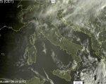 Tempo in prevalente stabile sull'Italia grazie all'espansione dell'anticiclone delle Azzorre, attenzione a nebbie e nubi basse.