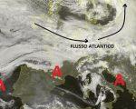 Situazione relativa alle ultime ore dal Satellite. Con la presenza anche oggi di un vasto campo di alta pressione che dall'Atlantico va allungandosi sin verso il Mediterraneo, determinando però la presenza di nubi basse in Italia. Mentre il flusso più mite perturbato Atlantico continua a scorrere sull'Europa centrale.