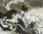 Tempo in atto: molte nubi al Centro-Sud con piogge, ampie schiarite al Nord. L'immagine satellitare descrive il peggioramento del Sabato