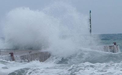 Mareggiate e venti forti: raffiche sostenute attese sull'Italia con mari in burrasca