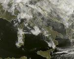 Tempo in atto: ancora anticiclone sull' Italia ma con nubi in aumento specie sui settori tirrenici