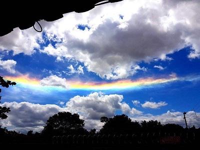 Spettacolare effetto ottico dato dalla rifrazione della luce sui cristalli di ghiaccio presenti nelle nubi ripresi ad Asunción la scorsa settimana. Fonte: Red Climática Mundial via Facebook