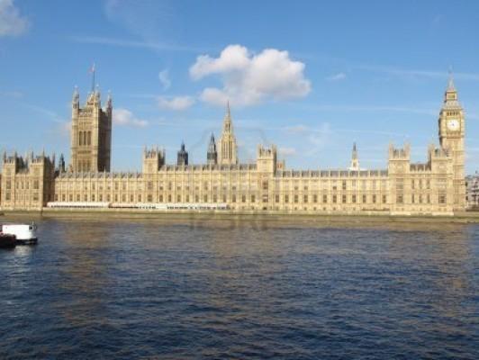 Attentato londra attacco terroristico davanti al for Oggi al parlamento diretta