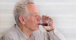 succo mirtillo anziani
