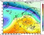 La situazione prevista da GFS00z per Martedi 28, con la presenza di un vasto campo di alta pressione fra l'Europa centrale e le regioni centrali e settentrionali Italiane, mentre il sud Italia rimane coinvolto da umide e più fresche correnti orientali a determinare una spiccata instabilità.