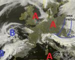 Situazione dal satellite relativa alle ultime ore, con l'imminente ingresso di aria più fredda dai quadranti orientali al nord Italia e la presenza di un vasto campo di alta pressione fra il Mediterraneo occidentale e l'Europa centrale.