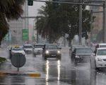 Maltempo e disagi negli Emirati Arabi Uniti ed a Dubai per le forti piogge degli ultimi giorni.  Fonte: /www.khaleejtimes.com