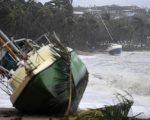 Battelli spinti dal forte vento durante il transito del Ciclone Debbie sulle coste del Queensland.  Fonte: Ansa, via www.quotidiano.net