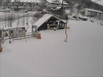 Inverno avanti tutta, con la neve che anche oggi continua a cadere specie in Appennino fino a quote medio basse.