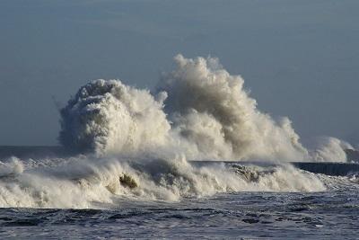 Mari agitati e forti venti: Italia spazzata da raffiche sostenute con locali mareggiate sulle coste