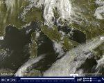 METEO live rovesci al Nord Est, più stabile altrove con cieli sereni o parzialmente nuvolosi