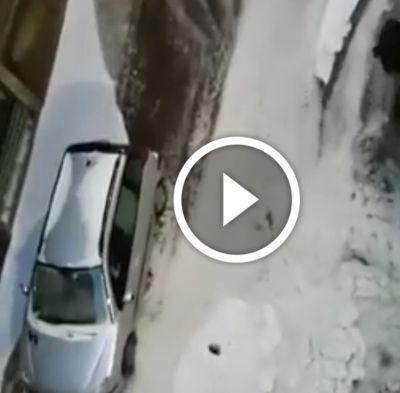 Maltempo, forte grandinata su Bergamo: fiumi di acqua e ghiaccio invadono la città. Il video (a pagina 2) mostra chiaramente la situazione critica – 19 maggio 2017.