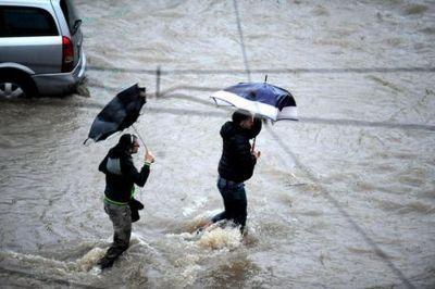Maltempo: il Veneto in ginocchio, ingenti danni si stanno sommando a quelli di domenica . Situazione molto critica in questi minuti, ci sono abitazioni invase dal fango 28 giugno 2017