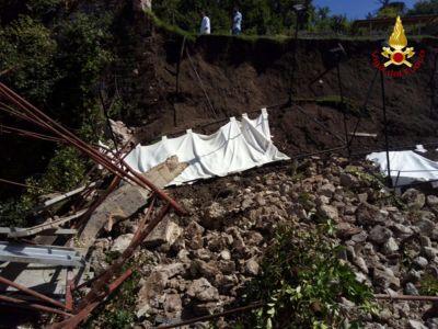 Paura a Spoleto, crolla un giardino pensile in piazza del Duomo