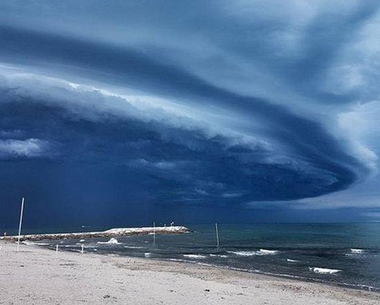 Previsioni meteo: la Protezione Civile sta diffondendo la seguente allerta, nubifragi in arrivo su queste regioni. Il testo integrale del comunicato 18 agosto 2017