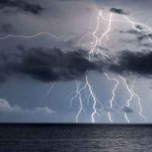 Maltempo: primi intensi temporali stanno per colpire le seguenti regioni. Fase fredda al via, nubi in aumento al Centro-Nord