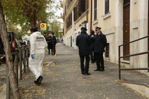 Bomba all'esterno di una caserma a Roma, nessun ferito