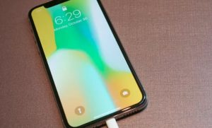 iPhone X, arriva una versione da 6.5 pollici? Altri due nuovi dispositivi Apple nel 2018